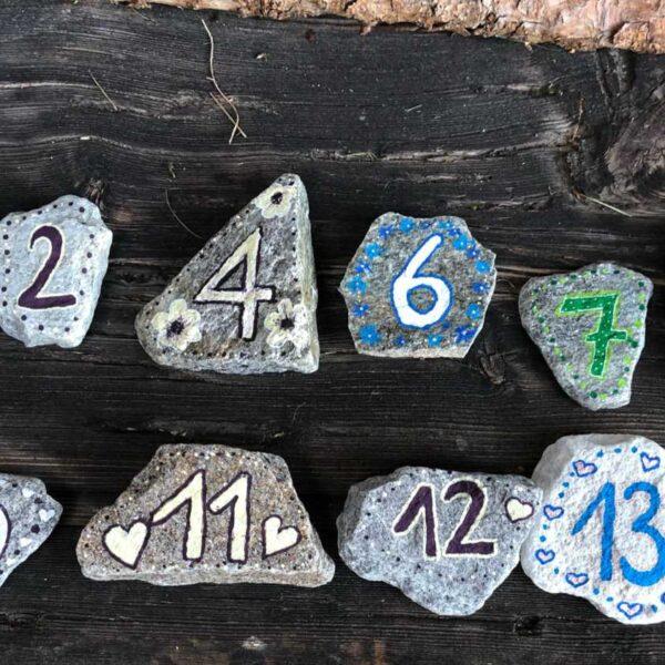 Steine mit Tischnummern